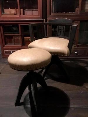 院長の椅子 オールドクリニックの収蔵品④